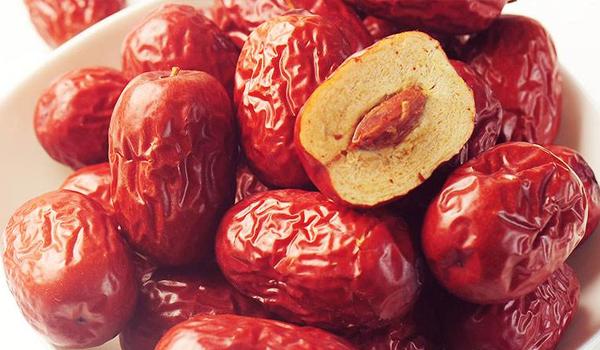 红枣吃多了也不行,易引起胃酸过多