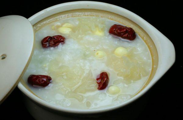 红枣银耳粥的做法