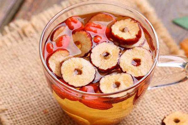 红枣泡水可养肝排毒
