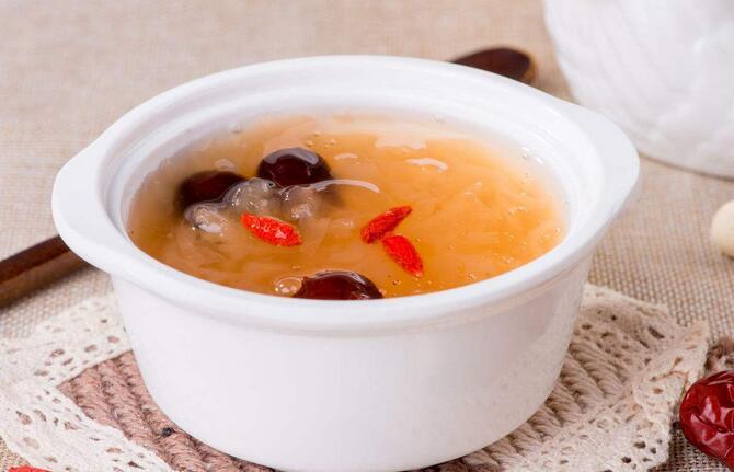 红枣银耳枸杞粥的做法