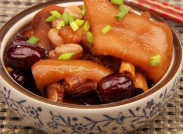 红枣炖猪蹄