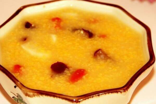 小米红枣粥的做法1