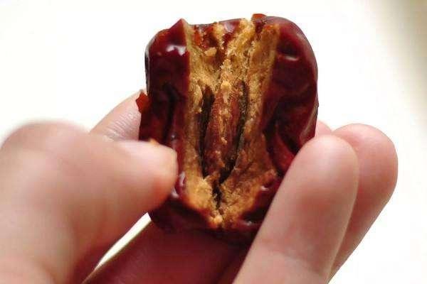 枣核造成肠穿孔