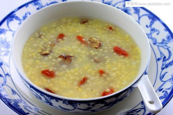 红枣枸杞小米粥的做法