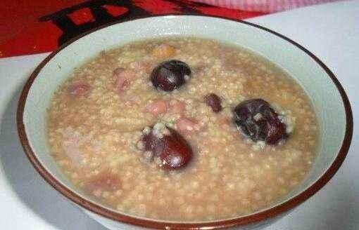 赤豆小米红枣粥