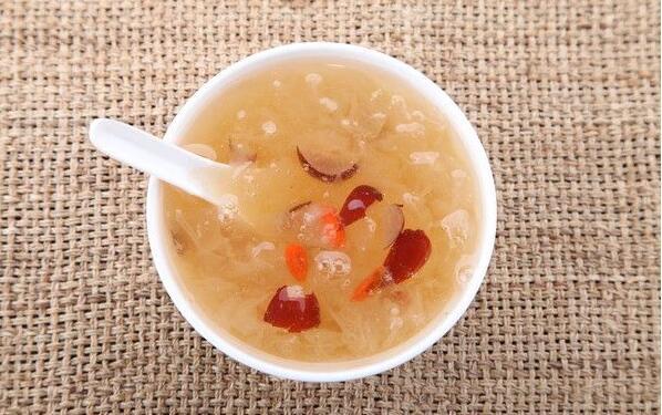 银耳红枣汤真的能丰胸吗