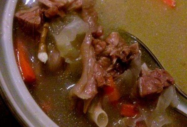 雪梨银耳煲鸭汤