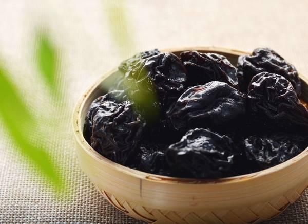 吃黑枣好还是红枣好?老中医:黑枣更适合男人吃