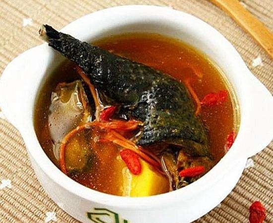 乌鸡山药红枣枸杞汤的做法