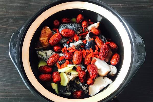 乌鸡山药红枣枸杞汤