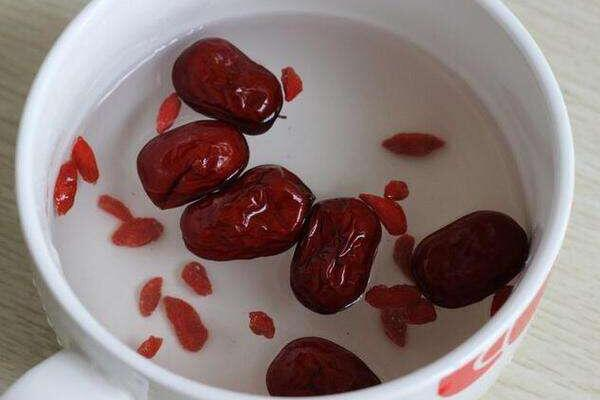 红枣枸杞泡水