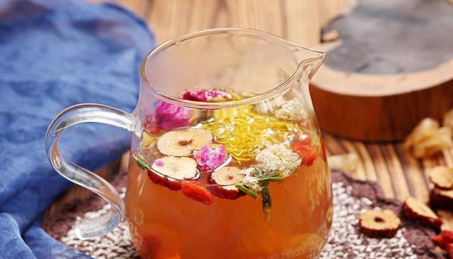 红枣枸杞玫瑰花茶