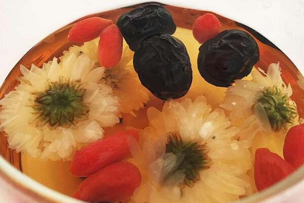 红枣菊花枸杞茶