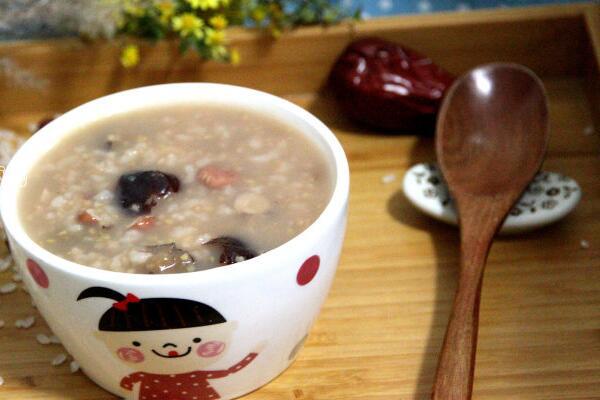 红枣花生小米粥的做法