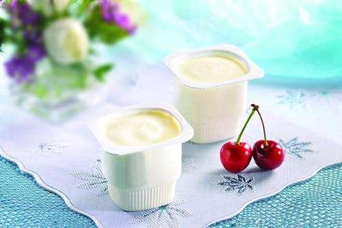 喝酸奶去除口臭