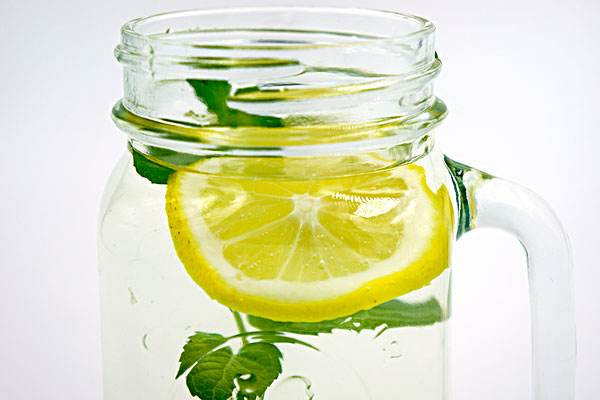 薄荷柠檬水去除口臭