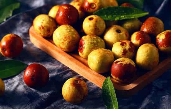 夏天的冬枣和正常成熟冬枣区别