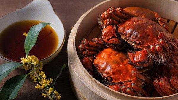 吃螃蟹能喝蜂蜜水吗