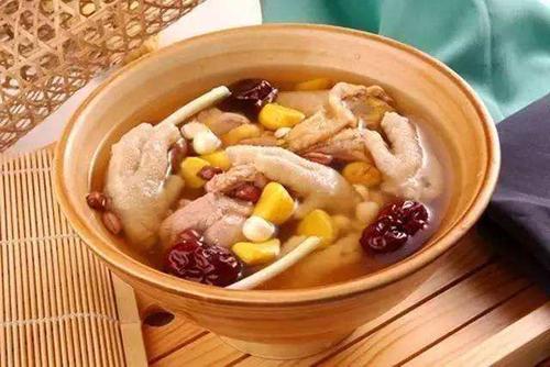 板栗红枣炖鸡汤的做法
