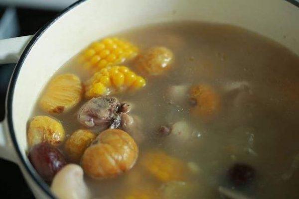 板栗红枣炖鸡汤的功效