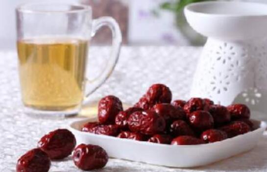 焦红枣泡水喝有哪些好处